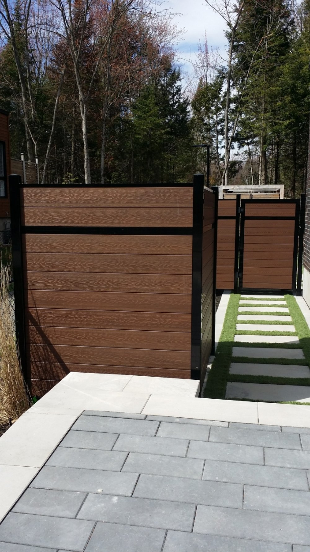 Rehausser Une Cloture Grillagée clôture en bois résidentielle à laval - clôtures