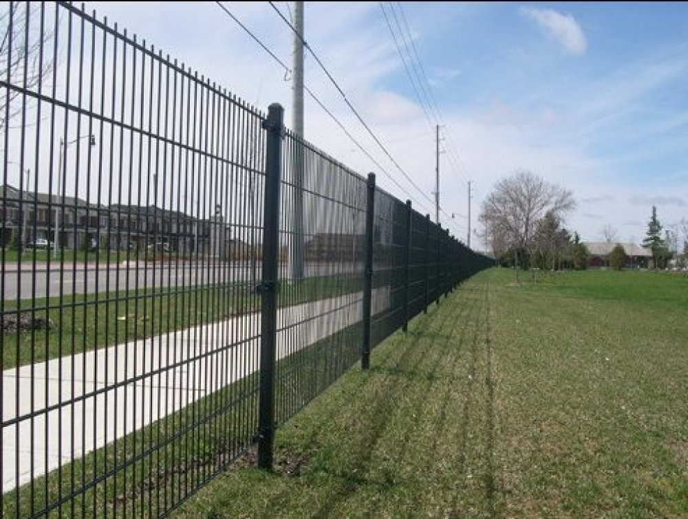 Residential Architectural Fence In Laval